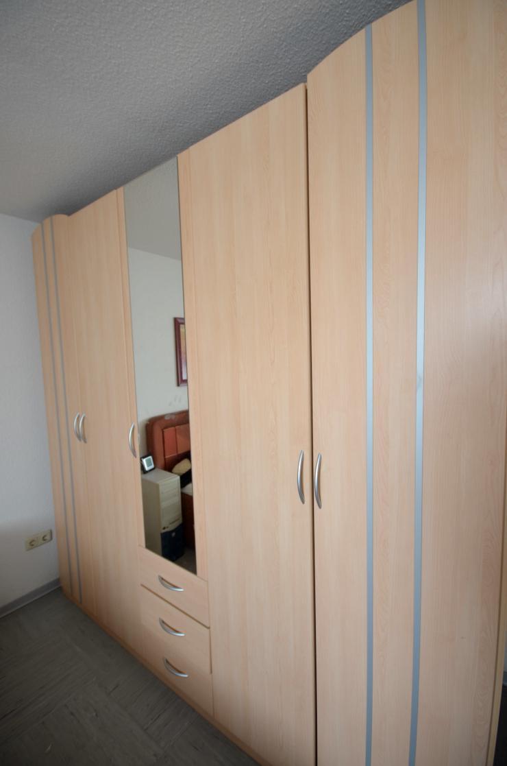 Bild 2: Schlafzimmerschrank - Kleiderschrank
