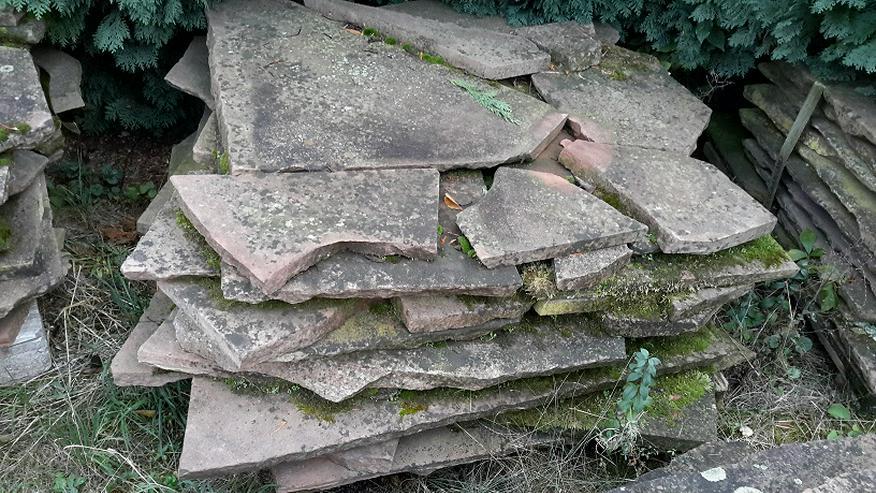 Bild 4: Natur Sandsteinplatten ca. 200qm, insgesamt 9 Paletten