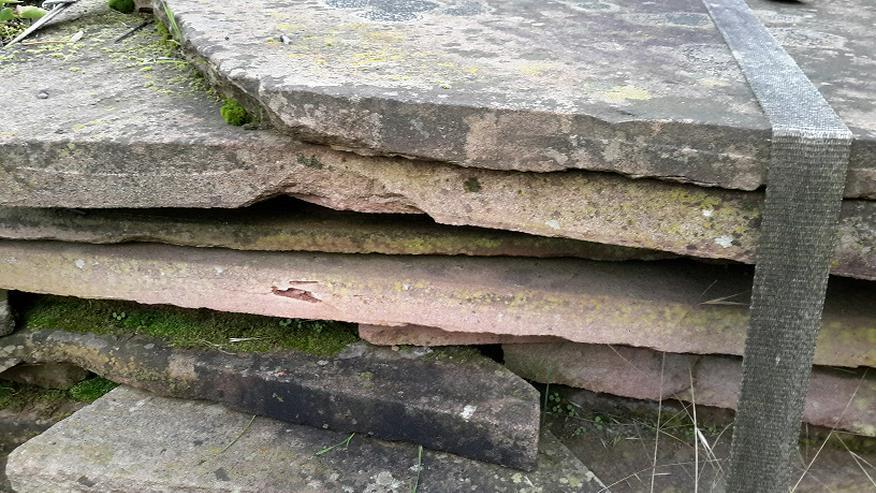 Bild 2: Natur Sandsteinplatten ca. 200qm, insgesamt 9 Paletten