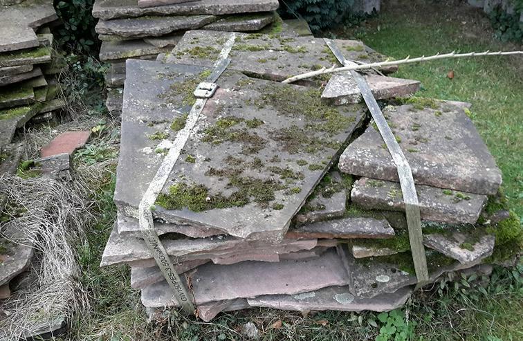 Bild 6: Natur Sandsteinplatten ca. 200qm, insgesamt 9 Paletten