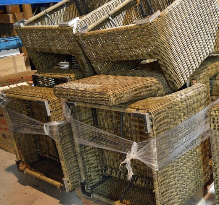 Rattan L- Sitzgruppe mit zusätzlichen Stuhl und Tisch