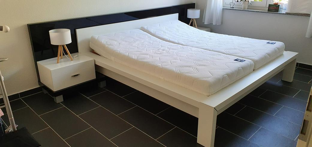 Designer Bettanlage mit integrierten Nachtschränkchen + 2 verstellbaren 7-Zonen Lattenrosten
