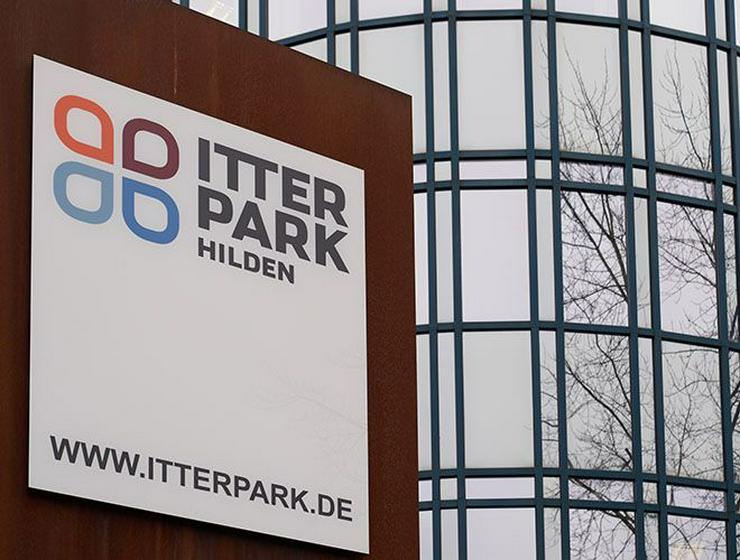Bild 4: Große Lagerflächen mit Rolltor im Erdgeschoss im Itterpark Hilden