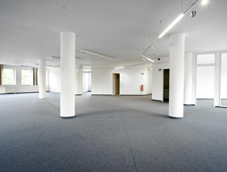 Schöne Büroflächen in grüner Arbeitsumgebung in Krefeld
