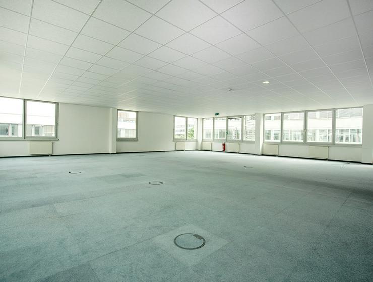 Bild 2: Großzügige, renovierte Büroabteilung mit Ansprechpartner vor Ort in Neuss