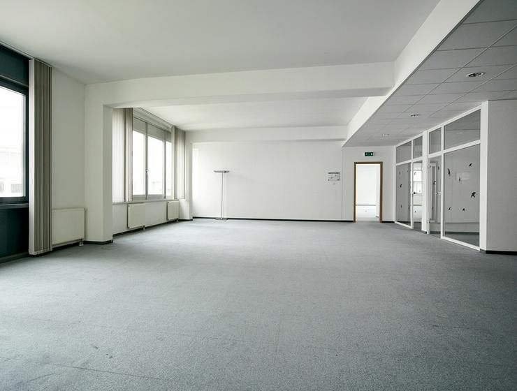 Großzügige, renovierte Büroabteilung mit Ansprechpartner vor Ort in Neuss - Gewerbeimmobilie mieten - Bild 1