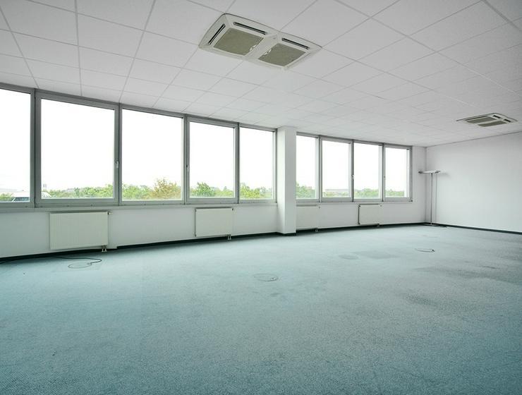 Bild 4: Großzügige, renovierte Büroabteilung mit Ansprechpartner vor Ort in Neuss