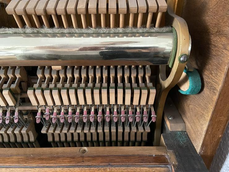Gut erhaltenes Klavier der Marke F. Soph & Sohn