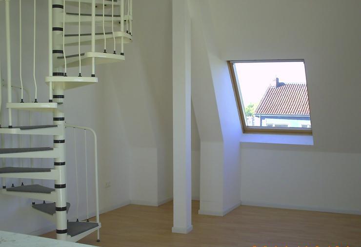 helle, frisch renovierte 2,5 Z KDB-DG-Wohnung mit zusätzlichen 20qm