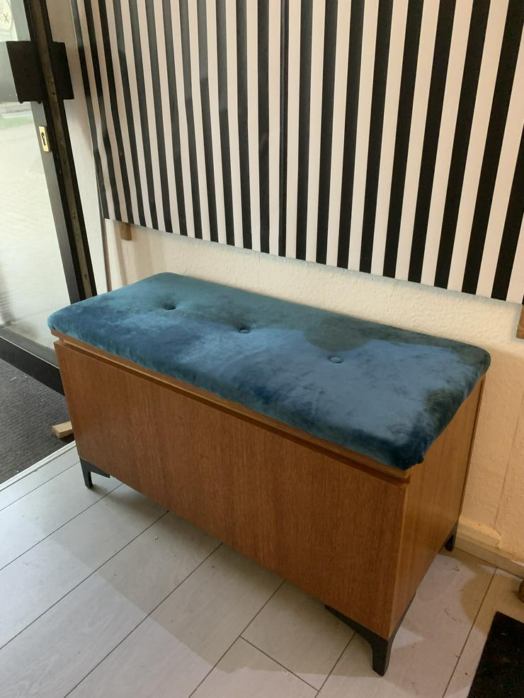 Bild 3: 60er J. Truhe umgebaut zur Sitz Truhe