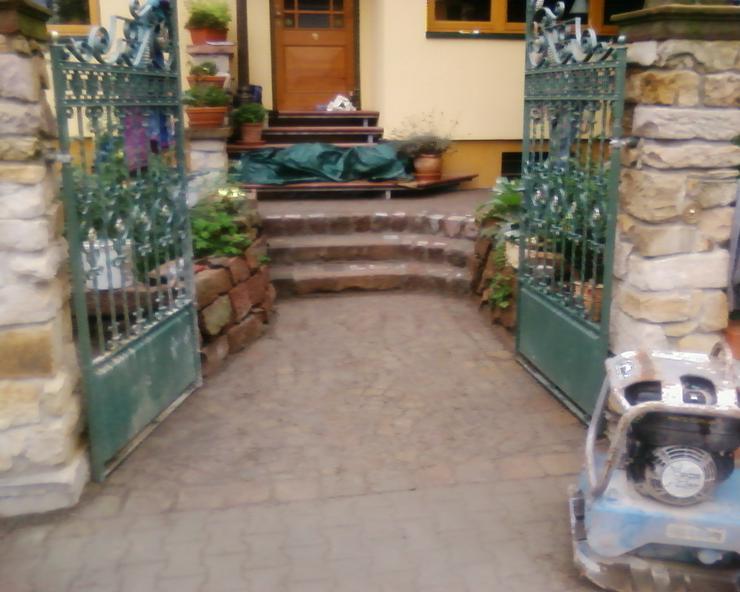 Bild 5: Bagger Garten Terrasse Parkplatz Gehwege Treppen Platten
