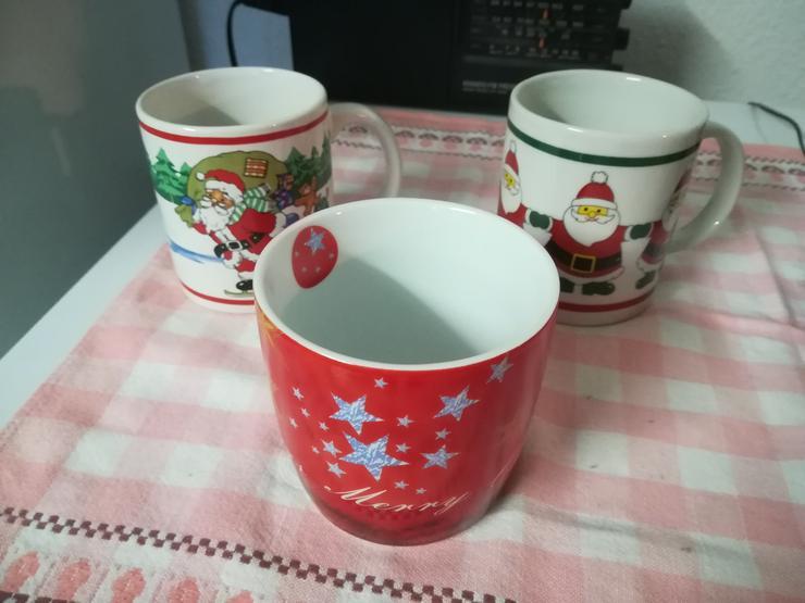 Bild 3: Plätzchendose und Weihnachtstassen