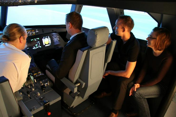 """Bild 5: Flugsimulator in Berlin: Als """"Pilot"""" im Cockpit eines A320"""