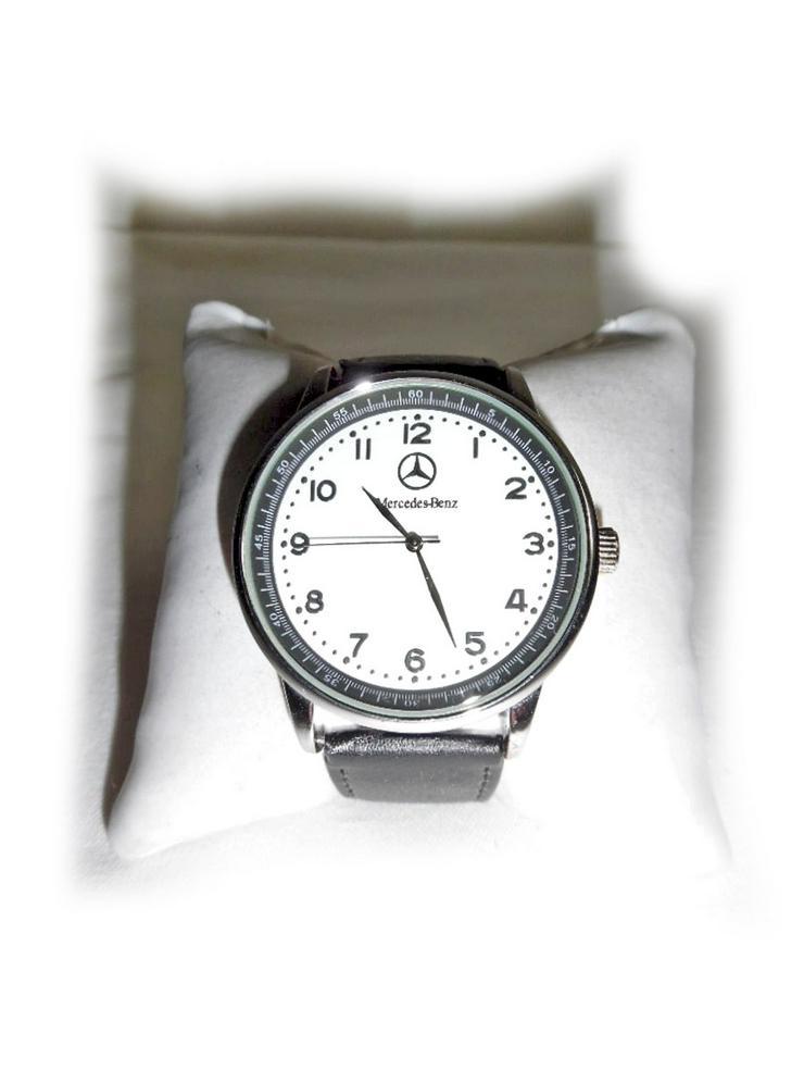 Große Armbanduhr von Mercedes