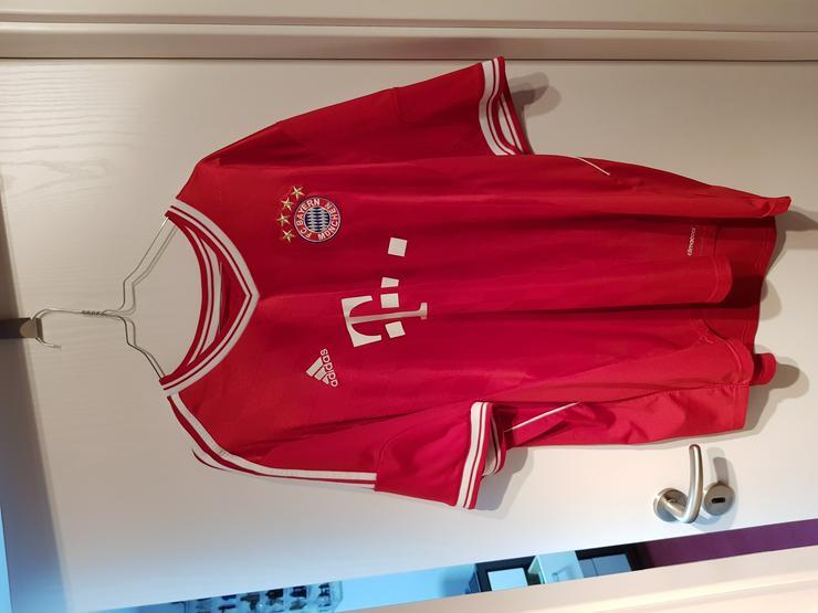 FC Bayern München Trikots, verschiedene Jahrgänge