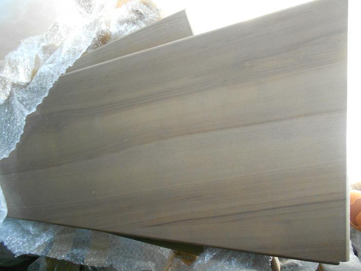Bild 3: Holztreppe mit Geländer