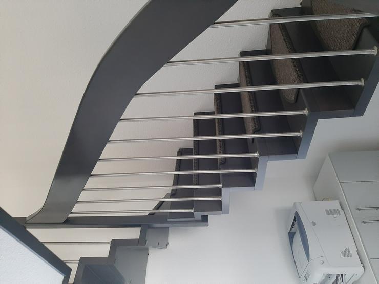 Holztreppe mit Geländer - Weitere - Bild 1