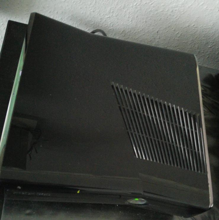 xbox 360 Slim 250GB Schwarz mit 2 W-Less Controllern + FIFA 11 + NHL12  + NHL 13 + NHL 14 + Tom Clancy's Hawx 2