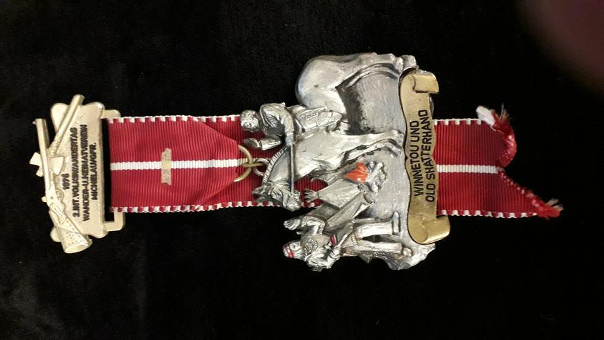 Wander-Medaille Winnetou und Old Shatterhand 2. Internationaler Volkswandertag Michelau 1976 - Anstecker & Wappen - Bild 1