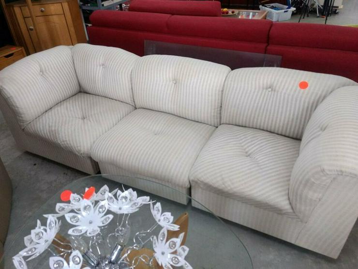 Sofa, hellgrau gestreifter Stoff