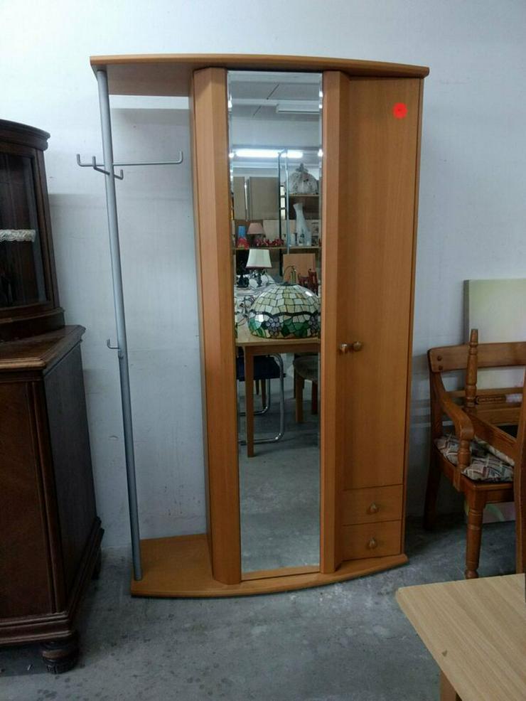 Kleiderschrank mit Garderobe und Spiegeltür
