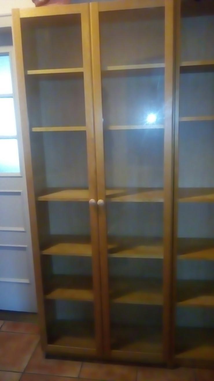 Bücherregal mit Glastür