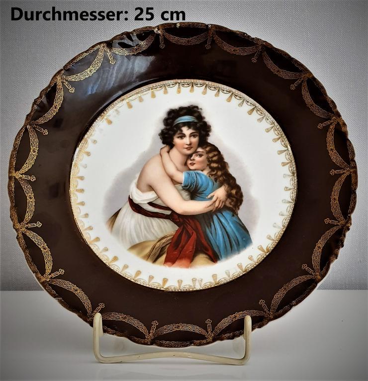 Biete: Älterer Porzellan-Teller mit Stender.