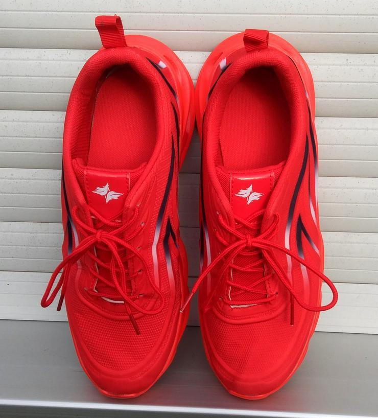 Bild 4: Utraleicht-Sneaker mit extrem breiter Anti-Umknick-Sohle