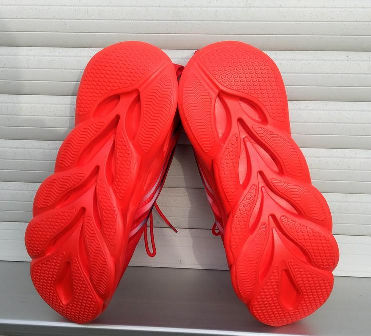 Bild 3: Utraleicht-Sneaker mit extrem breiter Anti-Umknick-Sohle