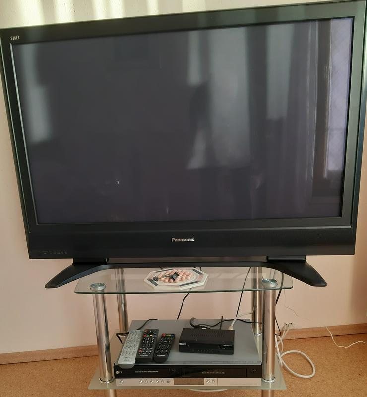 Bild 4: Fernseher Panasonic ZH-37PV7F und Megasat HD 6000 DS Receiver