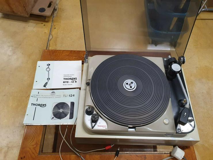 Thorens TD124 Schallplattenspieler, Plattenspieler mit Thorens BTD 12S Arm