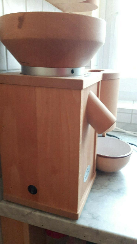 Elektrische Getreidemühle und Flocker in einem: Komo Duett 200 - Mixer & Küchenmaschinen - Bild 1