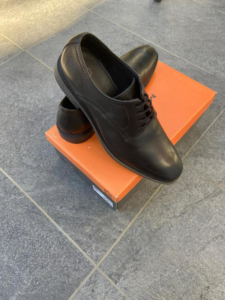 Bild 3: Festliche Schuhe