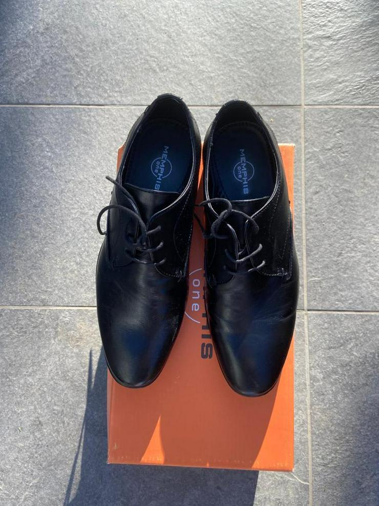 Bild 4: Festliche Schuhe