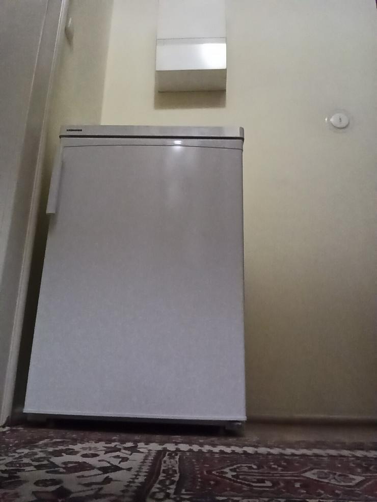 Bild 2: Liebherr Kühlschrank mit Gefrierfach