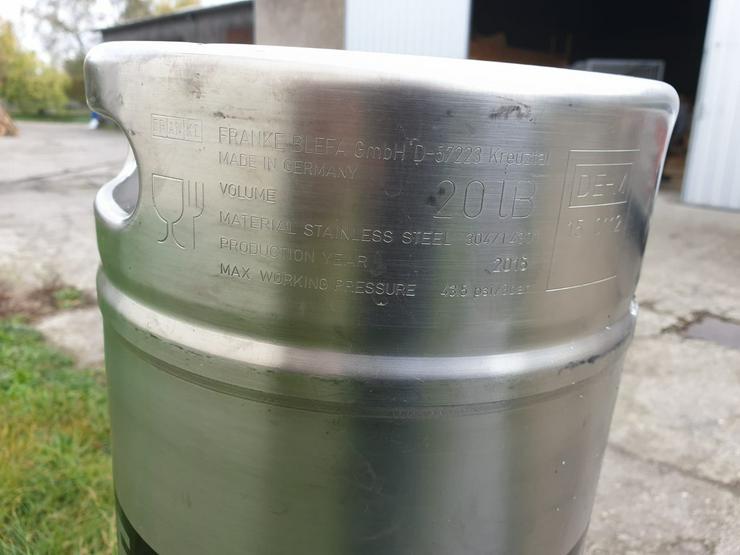 Große Mengen an Bierfässer aus Edelstahl