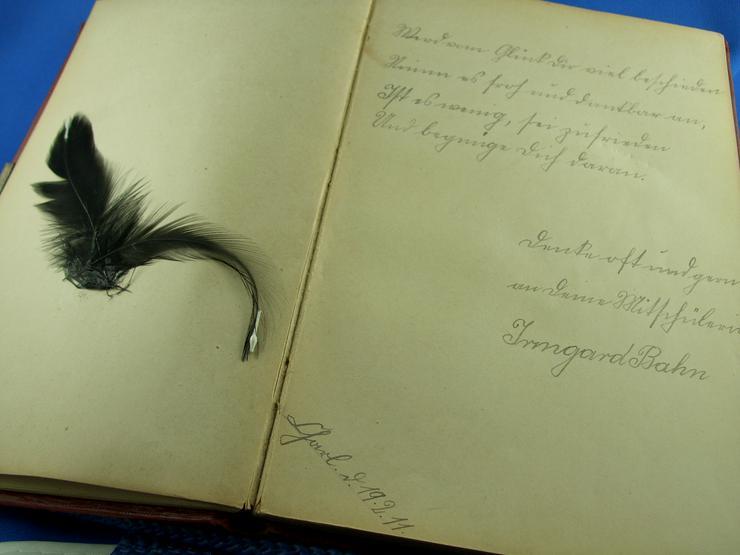 Bild 4: Altes Poesiealbum mit Einträgen ab 1910
