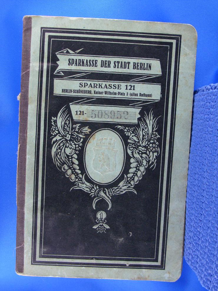 Sparbuch der Berliner Sparkasse mit Einträgen ab 1927