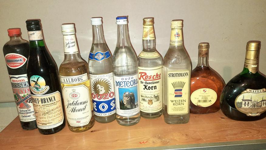 Diverse Weine und Spirituosen
