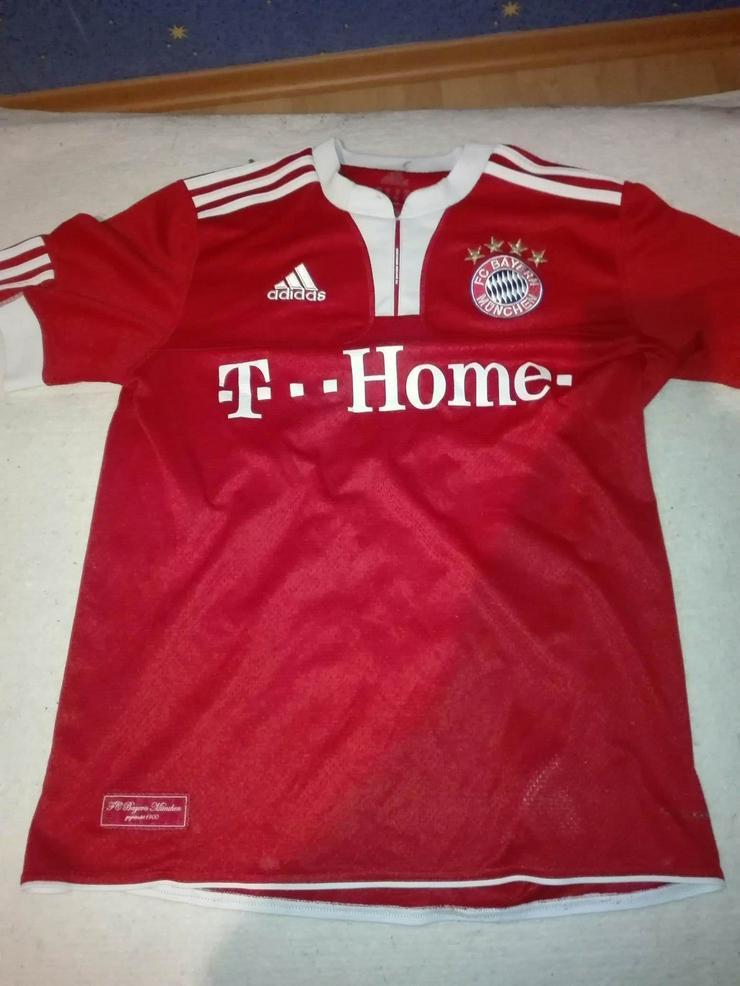 Trikos Bayern München / Spanien / Deuschland mit Hosen