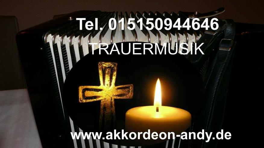 Trauermusik, Beerdigungsmusik mit Akkordeon