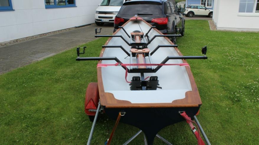 Bild 3: Traditional Trainer Zweier Ruderboot mit Rollsitzen