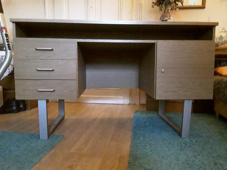 Bild 5: Schreibtisch im neuwertigen Zustand wegen Umzug zu einem bestehenden Haushalt abzugeben