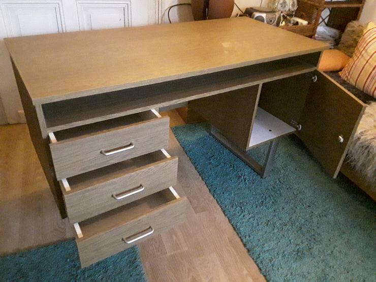 Bild 3: Schreibtisch im neuwertigen Zustand wegen Umzug zu einem bestehenden Haushalt abzugeben