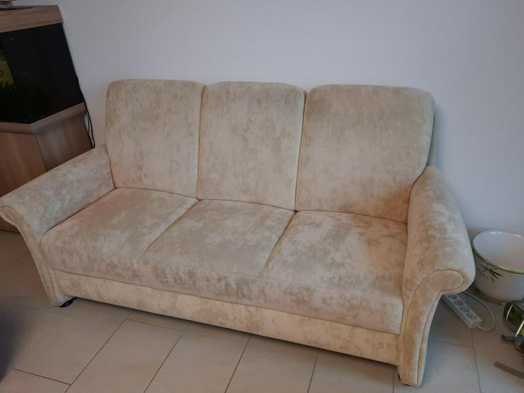 Bild 2: Couch mit Sessel  VHB