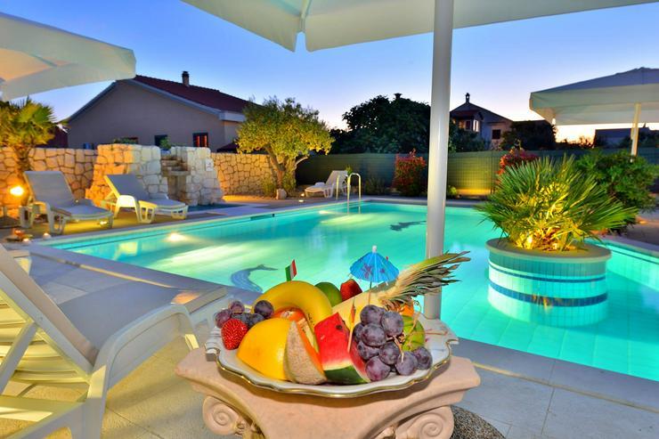 villa-dalmatina-zadar mit Pool. Kroatien Urlaub direkt von Vermieter bis 6 Personen 120m2, 3 Sch.Zimm