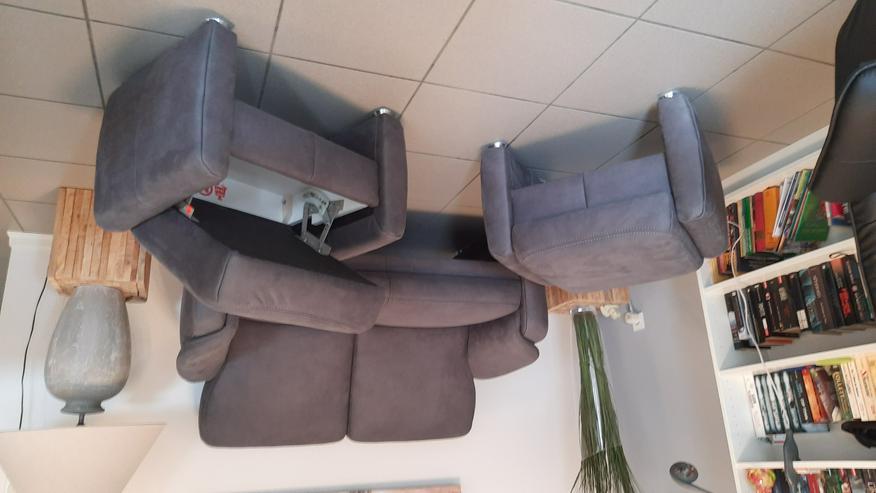 Sofa 2 sitzig und 2 Hocker neuwertig