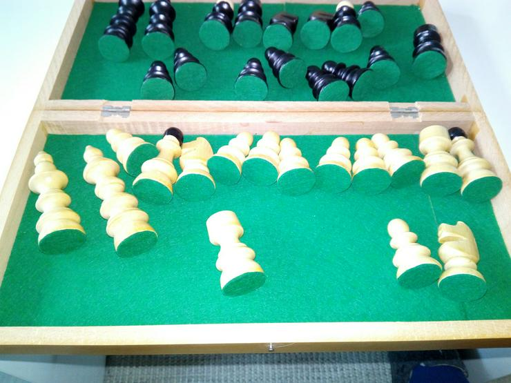 Bild 4: Schach spiel aus holz € 15+ porto