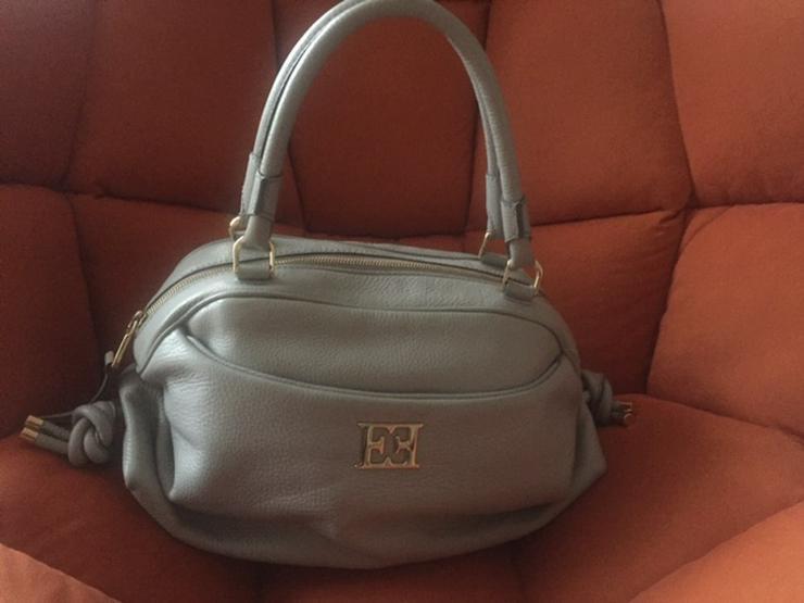 Bild 2: Handtasche von ESCADA