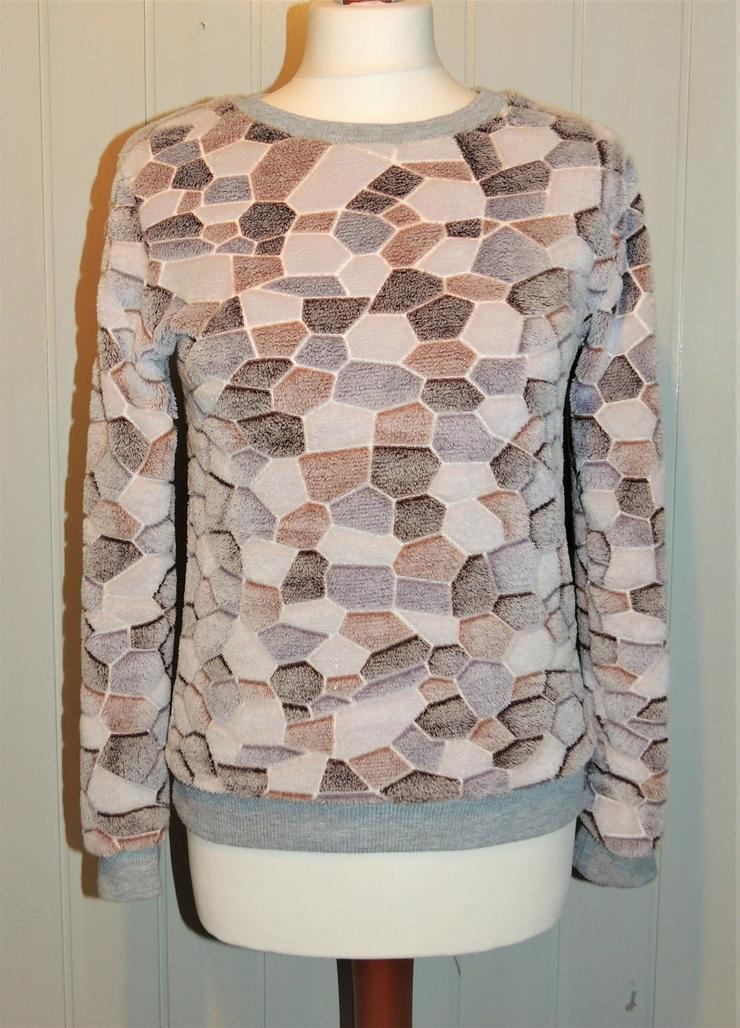 Kuscheliger Pullover in Größe XS neuwertig Größe 152 neuwertig